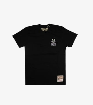 BUCKS EMBROIDERED TEE